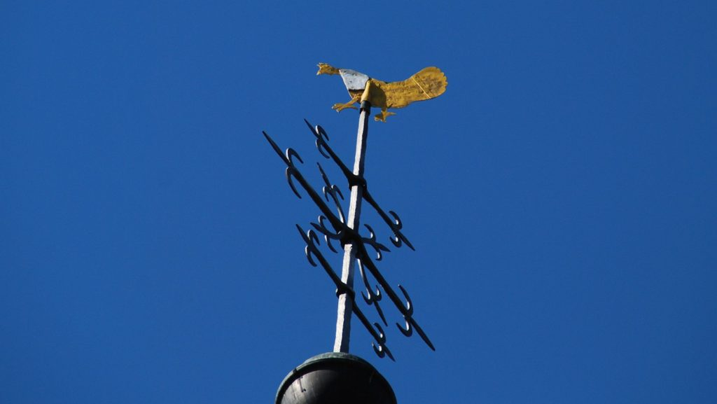 Goldene Henne auf dem Kirchturm der Alten St. Alexanderkirche