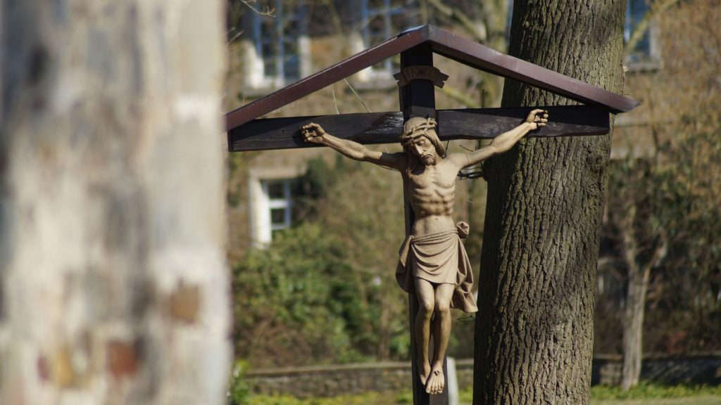 Kreuz auf dem Kirchhof der Alten St. Alexanderkirche